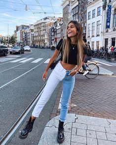 blue boyfriend jeans with crop top womens retro style 4 Teen Fashion Outfits, Retro Outfits, Cute Casual Outfits, Look Fashion, Stylish Outfits, Female Fashion, Hipster Outfits, Rock Outfits, Girly Outfits