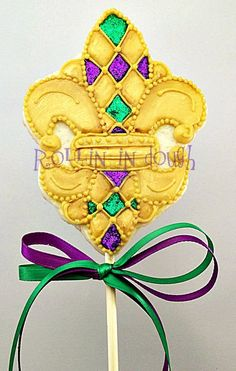Beautifully decorated Mardi Gras Fleur  de Lis Cookies by rollinindough via Etsy.