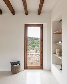 OD House, Alaro by Jorge Bibiloni - Spain based firm. Finishes are made up of micro cement, wood and stone. Style At Home, Interior Architecture, Interior And Exterior, Interior Decorating, Interior Design, Minimalist Home, Minimalist Interior, Home Design, Design Case