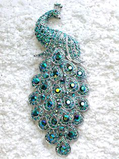 peacock brooch w/turquoise colored stones Peacock Colors, Peacock Art, Peacock Theme, Peacock Feathers, Peacock Design, Floral Design, Antique Jewelry, Vintage Jewelry, Victorian Jewelry
