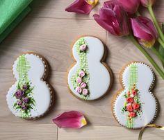 30 отметок «Нравится», 2 комментариев — Пряники. Торты. Макарон (@perfekto_dp) в Instagram: «Ну, пожалуй, начну и я. Показывать весну . Можно уже заказывать. Или по отдельности, или в…» Iced Biscuits, Paint Cookies, Ceramic Bisque, Halloween Desserts, Cookie Monster, Cookie Decorating, Sugar Cookies, Food And Drink, Favorite Recipes