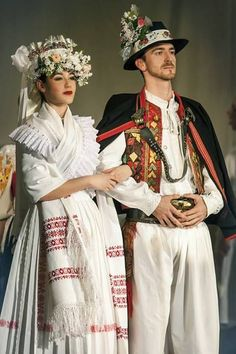 slovak and czech folklore couples - Hľadať Googlom Folk Fashion, Ethnic Fashion, Modern Fashion, Traditional Fashion, Traditional Dresses, Traditional Wedding, Ethno Style, Costumes Around The World, Ethnic Dress