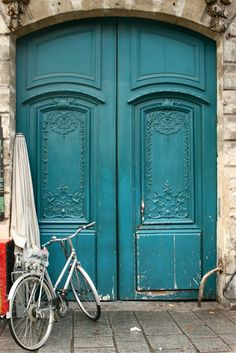 Paris Through My Lens: Portes Bleues Et Un Vélo