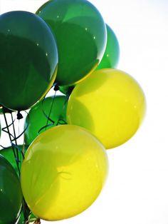 Free printable party invitations - green and yellow balloons Happy Balloons, Yellow Balloons, Free Printable Party Invitations, Love Balloon, Ideias Diy, 3rd Birthday, Happy Birthday, Shades Of Green, St Patricks Day