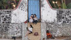 El ministro de Turismo de India da marcha atrás tras recomendar a las turistas no llevar falda Mahesh Sharma subrayó que India es un «país cultural» y tiene «un código de vestimenta distinto para los templos» Una mujer con falda se sienta en unas escaleras en la India http://www.abc.es/internacional/abci-ministro-turismo-india-marcha-atras-tras-recomendar-turistas-no-llevar-falda-201608301055_noticia.html