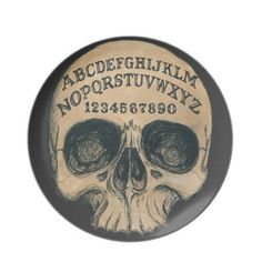 Ouija Skull plate, would make a great pendant Halloween Signs, Halloween Crafts, Halloween Decorations, Voodoo Halloween, Halloween Dishes, Halloween Labels, Halloween Images, Halloween 2018, Halloween Ideas