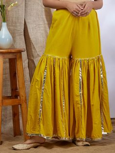 Sleeves Designs For Dresses, Dress Neck Designs, Blouse Designs, Simple Pakistani Dresses, Pakistani Dress Design, Stylish Dress Designs, Stylish Dresses, Indian Designer Outfits, Designer Dresses