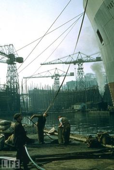 Belfast shipyard, 1955 where Titanic was built Belfast Pubs, Liverpool Docks, Images Of Ireland, Emerald Isle, Donegal, Historical Pictures, Ireland Travel, Northern Ireland, Old Photos