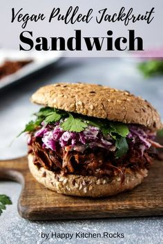 Are you getting sick of the same old vegan sandwiches day in and day out? You are in for a treat today because this jackfruit sandwich hits all the right spots. It's warm, it's full of BBQ goodness, you can customize it with whatever you have on hand, and it only takes minutes to prepare. And the best thing of all is that it's totally vegan, and totally healthy. Jackfruit Pulled Pork, Jackfruit Sandwich, Vegan Pulled Pork, Vegan Recipes Easy Healthy, Vegan Food, Vegetarian Recipes, Delicious Sandwiches, Vegan Sandwiches, Italian Sandwiches