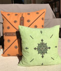 Pillow, Berber style - hand made Embroidered Moroccan pillow - pen boho - tribal pillow Embroidery Designs Free Download, Moroccan Floor Cushions, Moroccan Art, Le Point, Arts And Crafts, Throw Pillows, Pattern, Handmade, Etsy
