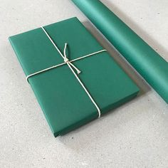 And what about this emerald green? It's so gorgeous, I can't stop looking at it. Also, the new papers are solid color, not printed! Paper News, Flower Garlands, Emerald Green, Diy Gifts, Gift Wrapping, Printed, Flowers, Color, Gift Wrapping Paper