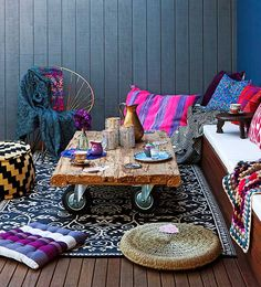 7 bohemian interior design ideas that you are going to love! These design ideas are going to elevate your decor and are the perfect inspiration for your Fall ho Bohemian Patio, Décor Boho, Bohemian Interior, Bohemian Decor, Boho Chic, Bohemian Style, Hippie Chic, Bohemian Living, Vintage Bohemian