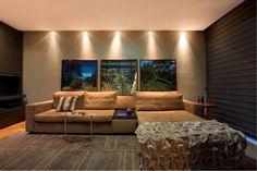 O agradabilíssimo ambiente criado por Danielle Bellinia e Luís Gustavo Bellini contou com o #tapete indiano Bhaktapur, da Marie Camille, para dar mais aconchego. Perfeito! #design #interiores #arquitetura #home