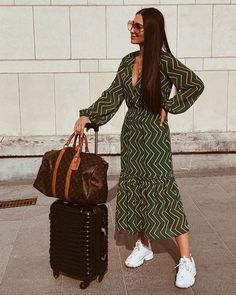 Julie Vanlommel - Bible of fashion ready for her Summer Holiday with her Louis Vuitton Travel bag and Green Dress by An'ge Influencer Sneakers Fila Dress And Sneakers Outfit, Sneaker Outfits Women, Overalls Outfit, Outfit Work, Looks Chic, Looks Style, Casual Outfits, Fashion Outfits, Womens Fashion