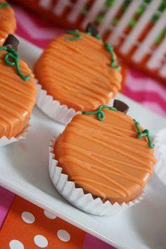 pink pumpkins And Everything Sweet: Pink Pumpkin Party! Pumpkin Patch Birthday, Pumpkin Birthday Parties, Pumpkin 1st Birthdays, Pumpkin First Birthday, Birthday Celebration, Pumpkin Patch Cake, Halloween Cake Pops, Halloween Desserts, Halloween Bunco