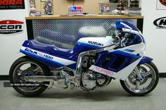 1990_suzuki_gsxr_1100_turbo__blue__white__extended__1186cc_engine__over_220_hp_1_lgw.jpg (1600×1062)