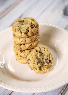 Pistachio Chocolate Chip Cookies - betcha can't eat just one!