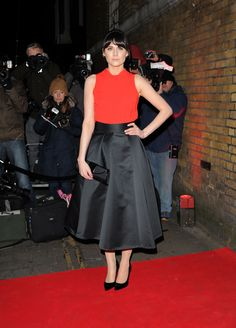 loading Lilah Parsons, Cute Bangs, Waist Skirt, High Waisted Skirt, That Look, Skirts, Fashion, Moda, Skirt