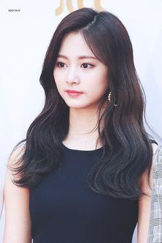 Kpop Girl Groups, Korean Girl Groups, Kpop Girls, Nayeon, Asian Woman, Asian Girl, Sana Momo, Chou Tzu Yu, Tzuyu Twice