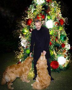 """13.3 mil Me gusta, 254 comentarios - Miguel Bosé Oficial (@miguelbose) en Instagram: """"La Navidad en casa, saludos de Pancho y Max ... #MB"""" Clarence House, Miguel Bose, Christmas Tree, Holiday Decor, Secret Gardens, Christmas Houses, Holiday Ornaments, Little Cottages, Artists"""