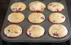 Strawberry Nutella muffins made with fresh strawberries and filled with Nutella. These muffins are great for breakfast or dessert. Banana Nutella Muffins, Nutella Bread, Chocolate Chip Muffins, Muffin Recipes, Cupcake Recipes, Breakfast Recipes, Nutella Snacks, Strawberry Muffins, Yummy Food