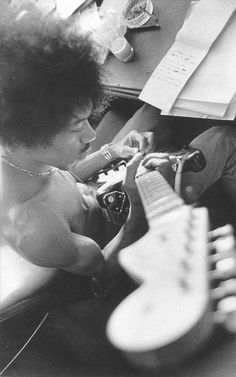 ImageFind images and videos about music, guitar and Jimi Hendrix on We Heart It - the app to get lost in what you love. Hard Rock, Jimi Hendrix Experience, Music Is Life, My Music, Jimi Hendricks, Black White Photos, Black And White, Historia Do Rock, Jazz