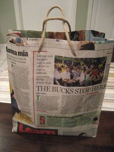 Diy Newspaper Bags, Old Newspaper, Cheap Sleeping Bags, Diy Paper, Paper Crafts, Origami Bag, Origami Ideas, Diy Locker, Diy Tote Bag