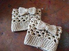 Crochet Diy 26 Wonderful Free Patterns for Crochet Boot Cuffs Mode Crochet, Crochet Diy, Crochet Boots, Crochet Gloves, Crochet Slippers, Crochet Crafts, Crochet Projects, Diy Crafts, Learn Crochet