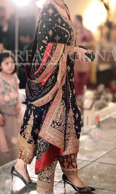 New Bridal Wear Pakistani Grooms 40 Ideas Pakistani Formal Dresses, Pakistani Party Wear, Pakistani Wedding Outfits, Indian Bridal Outfits, Wedding Dresses For Girls, Pakistani Dress Design, Wedding Gowns, Designer Party Wear Dresses, Indian Designer Outfits