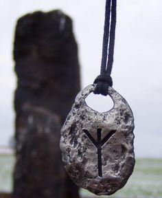 ALGIZ Rune Viking Pewter Amulet Pendant by WulflundJewelry on Etsy - Diy Necklace Deko Norse Runes, Viking Runes, Runas Futhark, Viking Aesthetic, Hag Stones, Viking Life, Talisman, Norse Vikings, Viking Jewelry