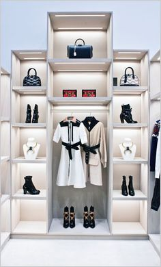 Bags shop interior design · louis vuitton's new pop-up store at dover street market new york ,pinned by Fashion Store Display, Fashion Displays, Fashion Stores, Boutique Interior Design, Interior Design Images, Merchandising Displays, Store Displays, Window Displays, Booth Displays