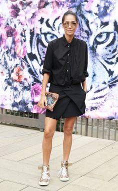Ob zum Tüllkleid oder Minirock – Sneaker haben in dieser Saison das Go für jeden Look. Mit Gold und Glamour geht's auch zum coolen Avantgarde-Style in Schwarz.