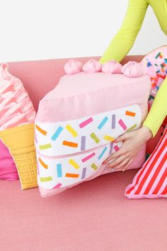 DIY Pillows and Fun Pillow Projects - DIY No-Sew Funfetti Cake Slice Pillow - Creative, Decorative Cases and Covers, Throw Pillows, Cute and Easy Tutorials for Making Crafty Home Decor - Sewing Tutori Cute Pillows, Diy Pillows, Throw Pillows, Food Pillows, Funny Pillows, Cushions, Decorative Pillows, Cool Diy, Fun Diy