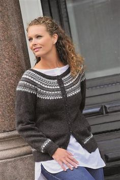 Ravelry: Jakke med rund sal pattern by Gerd Auestad Sweater Knitting Patterns, Knitting Designs, Knit Patterns, Fair Isle Knitting, Free Knitting, Norwegian Knitting, Cardigan Design, Nordic Sweater, Icelandic Sweaters