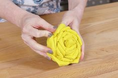 How to Make Burlap Flower Wreaths for Every Season - Step 4 Easy Burlap Wreath, Sunflower Burlap Wreaths, Burlap Wreath Tutorial, Fabric Wreath, Burlap Fabric, Burlap Flowers, Diy Wreath, Cloth Flowers, Fabric Flowers