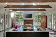 poutres apparentes et décoration d'intérieur de salon