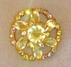 742~Unique Vintage Free Form Clear AB & Pale Yellow Rhinestone Brooch Goldtone**