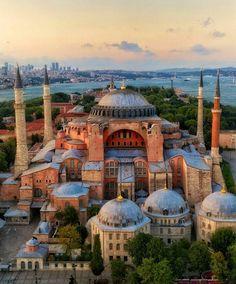 Hagia Sophia in Istanbul, Turkey Madurai, Amritsar, Byzantine Architecture, Mosque Architecture, Istanbul City, Istanbul Travel, Beautiful Mosques, Beautiful Places, Beautiful London