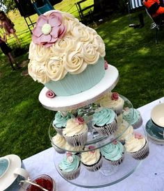 Vintage style giant cupcake display by Star Bakery (Liana), via Flickr Great for a first birthday!