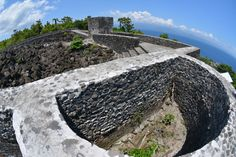 Fort Torre, Tidore.  Water storage well inked to the fort walls.  http://www.spiceislandsforts.com/the-clove-twins-tidore/