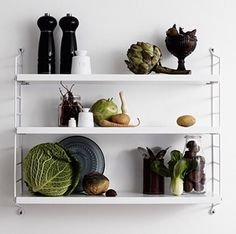 String pocket styling by Lotta Agaton's class - via Coco Lapine Design: String Pocket, My Home Design, House Design, Set Design, Design Ideas, String Regal, String Shelf, Building A Kitchen, Muuto