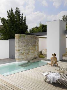 Simple and fresh small backyard garden design ideas (56)