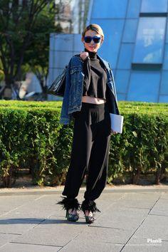 2014 S/S Seoul fashion week street style  #melbourne #melbournefashion #melbournestreetfashion #degraves #fashion #style #fashionblogger #fashion blog #streetfashion #fashionphotography #melbournestreetstyle #photography #photographer #melbourne fashionbl