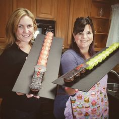 Did you see Elise show me how to make this lightsaber cupcake cake on…
