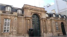 Hôtel de Pontalba (1836-1873) 41, rue du faubourg Saint-Honoré Paris 75008. Architectes : Louis Visconti puis F. Langlais.  Remanié dans les années trente, cet hôtel fut acheté après-guerre par les Etats-Unis pour en faire la résidence de leur ambassadeur. Le portail de Visconti subsiste.