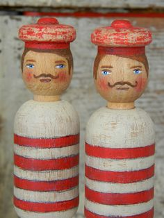 vintage sailor wood peg dolls in red and white stripes, red hats Vintage Sailor, Vintage Nautical, Nautical Theme, Sweet Peanuts, Wooden Dolls, How To Antique Wood, Wood Toys, Vintage Toys, Art Dolls