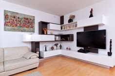 Designová televizní stěna Tv Cabinet Design, Tv Wall Design, Sofa Design, House Design, Interior Design, Living Room Units, Living Room Designs, Living Room Decor, Tv Wall Cabinets
