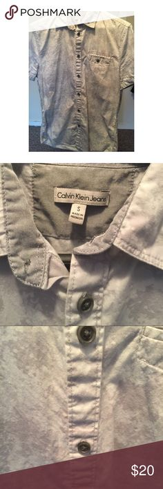 Calvin Klein Jeans Grey and White Button Up (S) Calvin Klein Jeans Grey and White Button Up. Size small. Great condition only worn a few times. No rips or holes. No buttons missing. Calvin Klein Jeans Shirts Casual Button Down Shirts