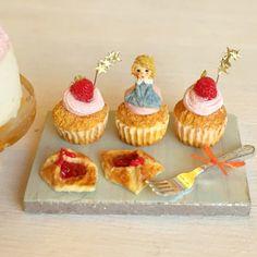 女の子。おちょぼ口です。 #ミニチュアフード#ミニチュア#ドールハウス#ハンドメイド#樹脂粘土#粘土#食品サンプル#カップケーキ#クリスマスケーキ#クリスマス#miniaturefood #miniature#dollhouse #handmade#cupcakes #polymerclay #clay #クレイ