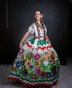 China Poblana, a traditional Mexican style of dress Mexican Costume, Mexican Outfit, Mexican Dresses, Mexican Style, Folk Costume, Mexican Clothing, Mexican Art, Costumes, Traditional Mexican Dress